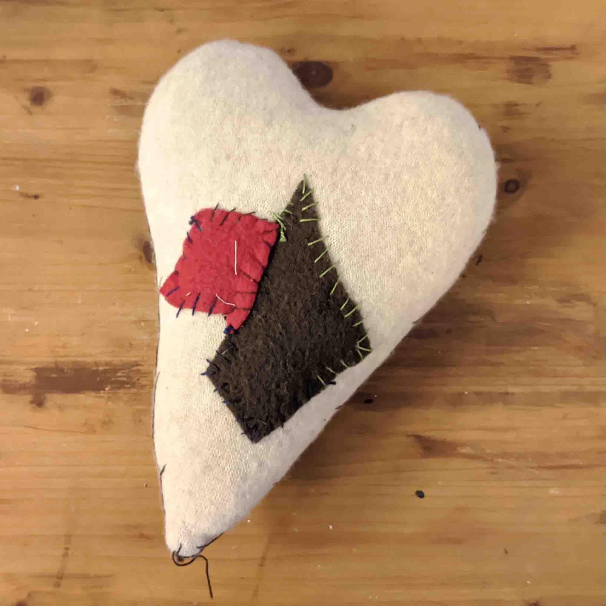 Καρδιά μάλλινη /Woolen heart pillow