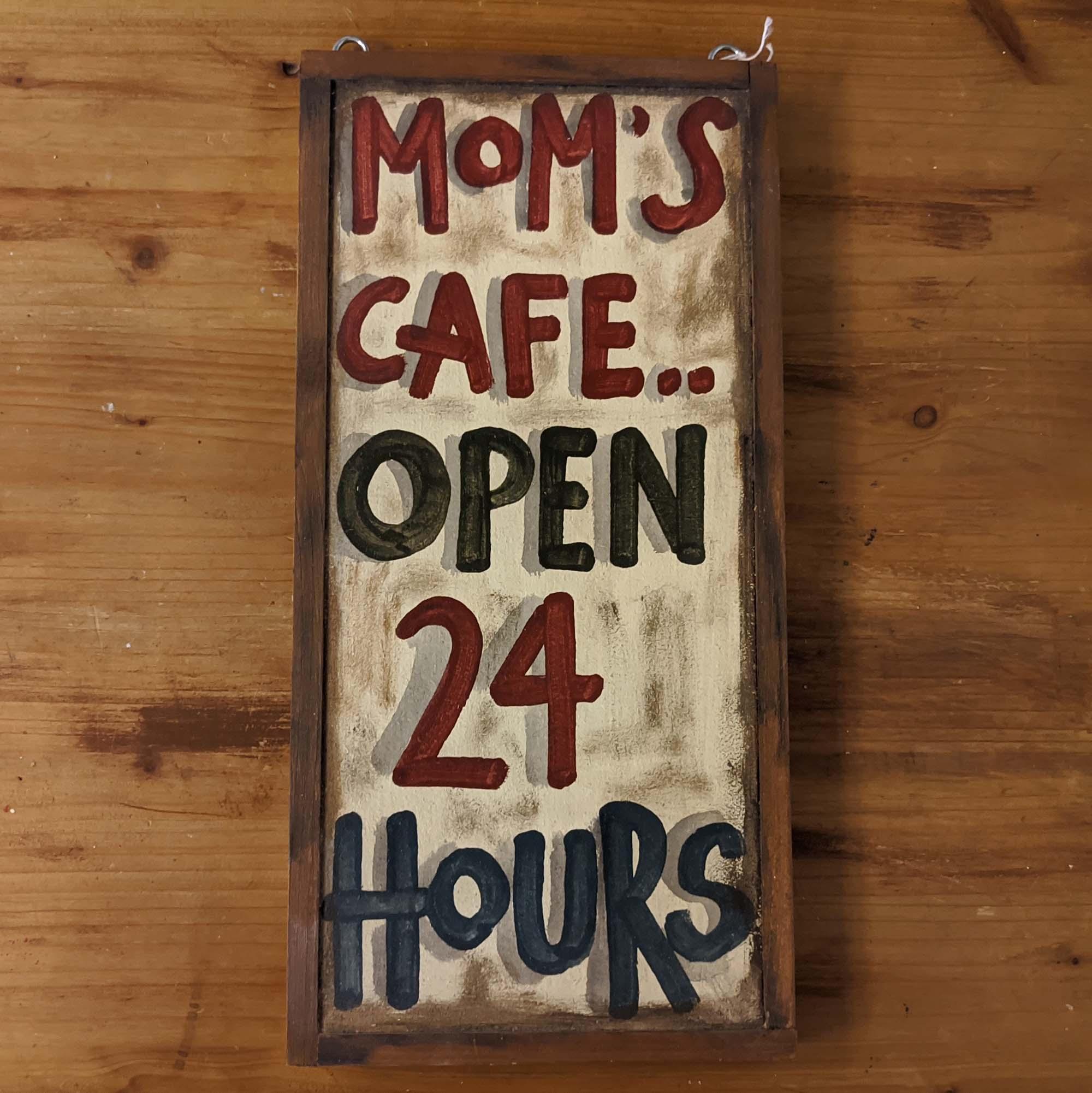 Ξύλινη πινακίδα – Wooden sign, MOM'S CAFE