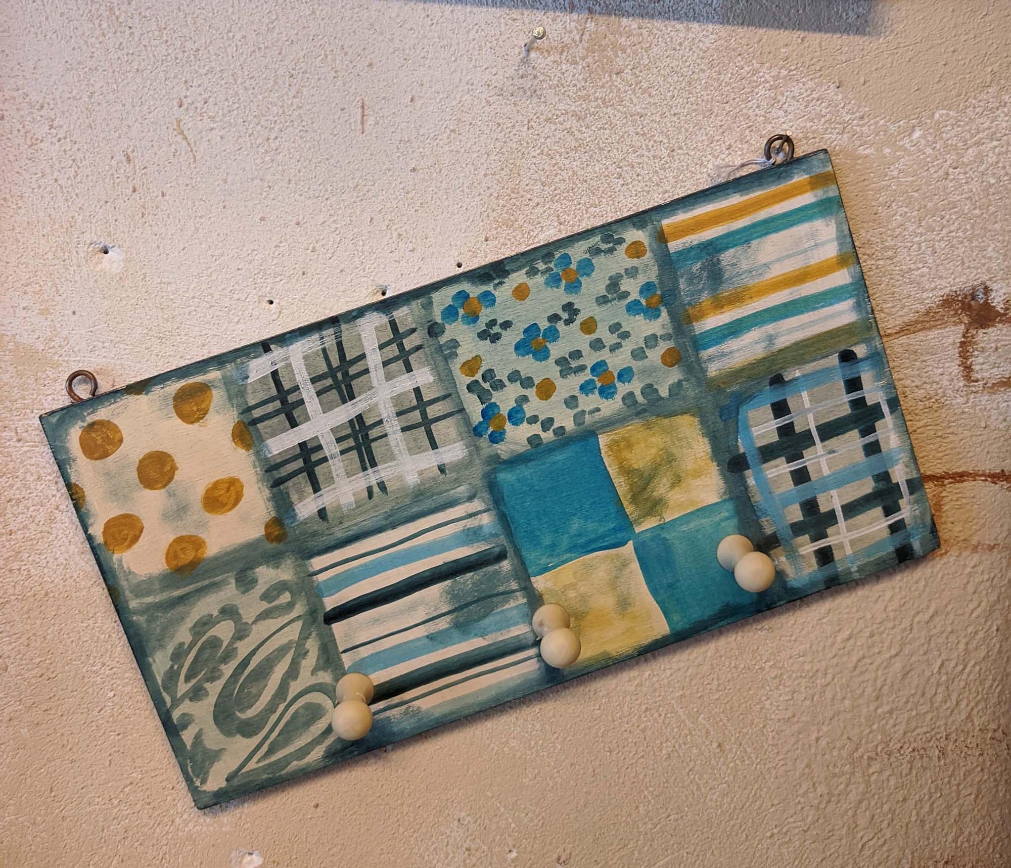 Κρεμάστρα  – Wooden hanger patchwork
