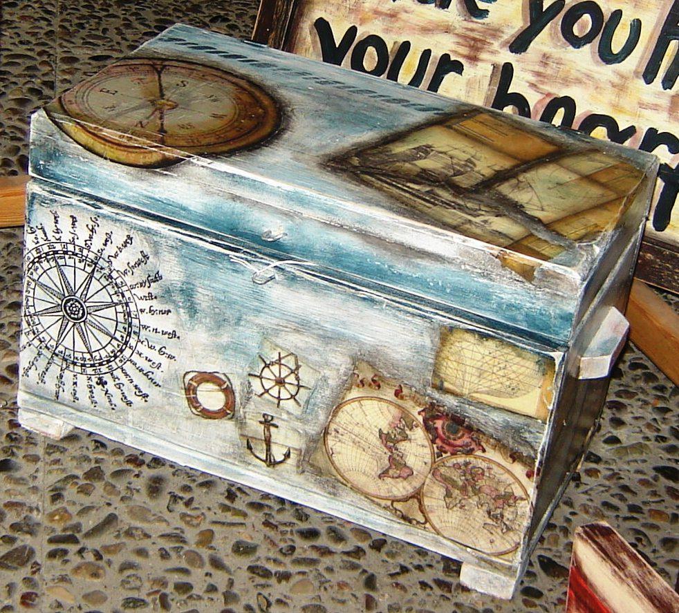 Ξύλινο μπαούλο-κολάζ  / Wooden collage chest