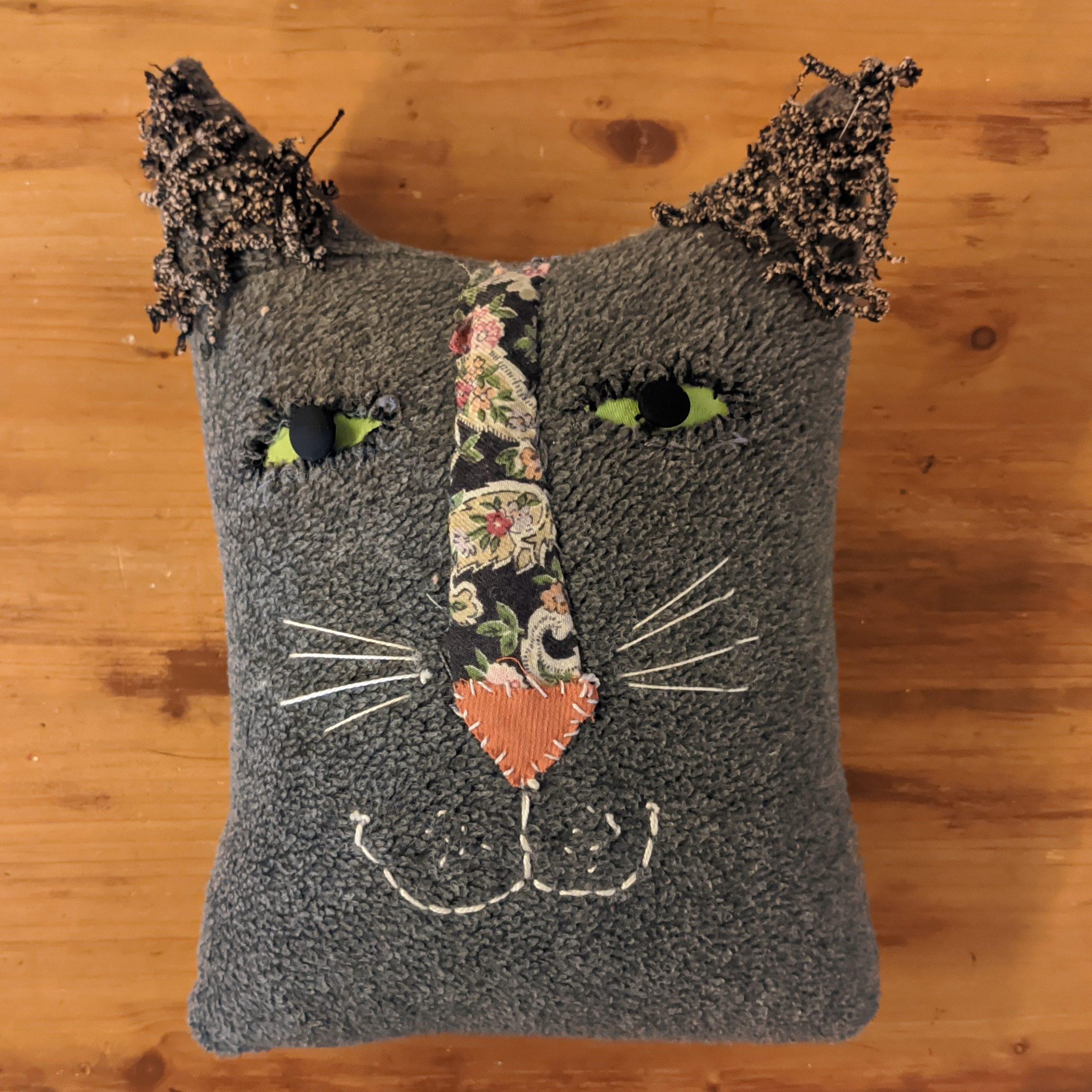 Κεφάλι γάτας μαξιλάρι / Cat face pillow.