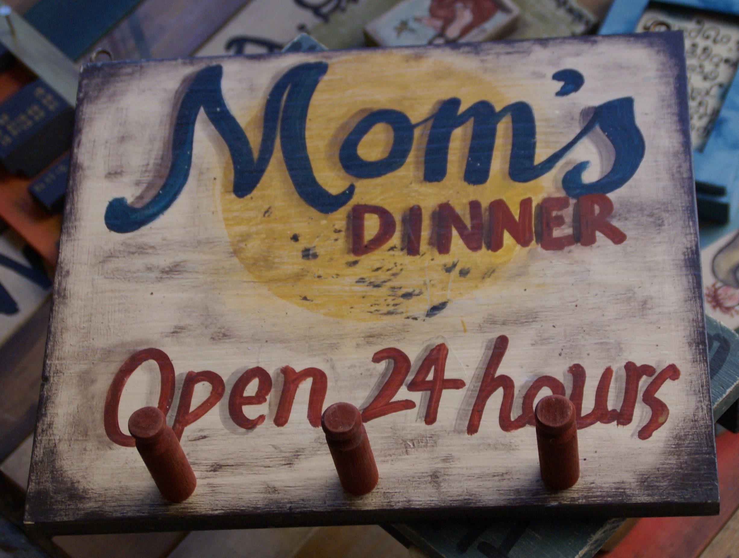 Ξύλινη κρεμάστρα της μαμάς / Wooden mom's hanger