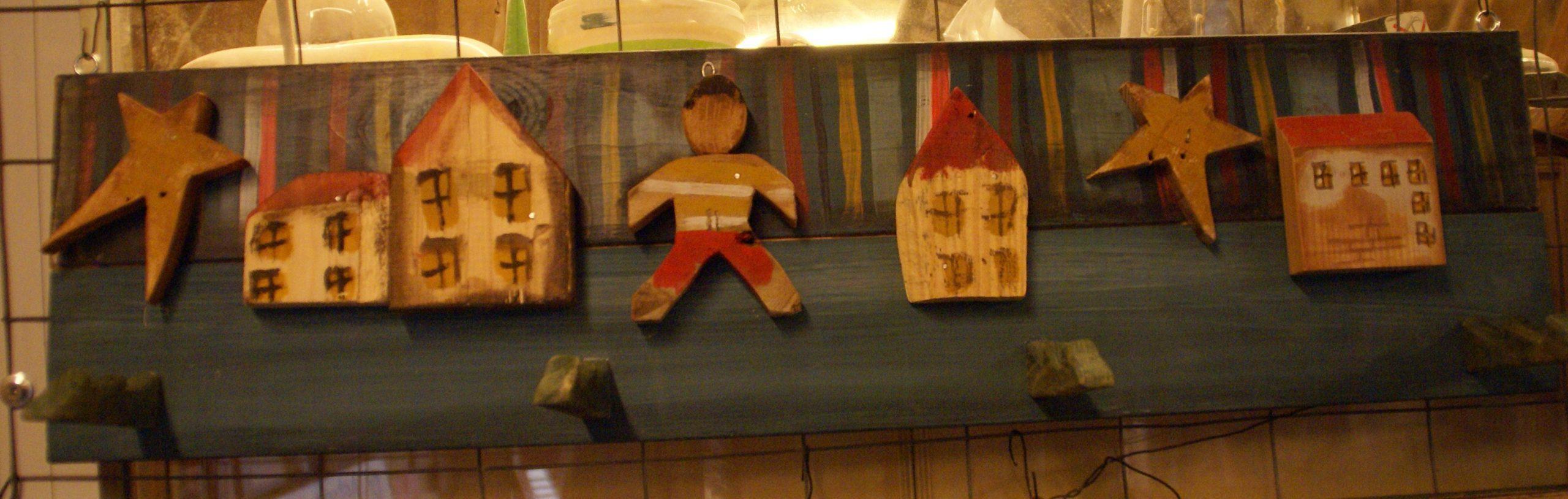 """Ξύλινη παιδική κρεμάστρα / Wooden children""""s hanger"""