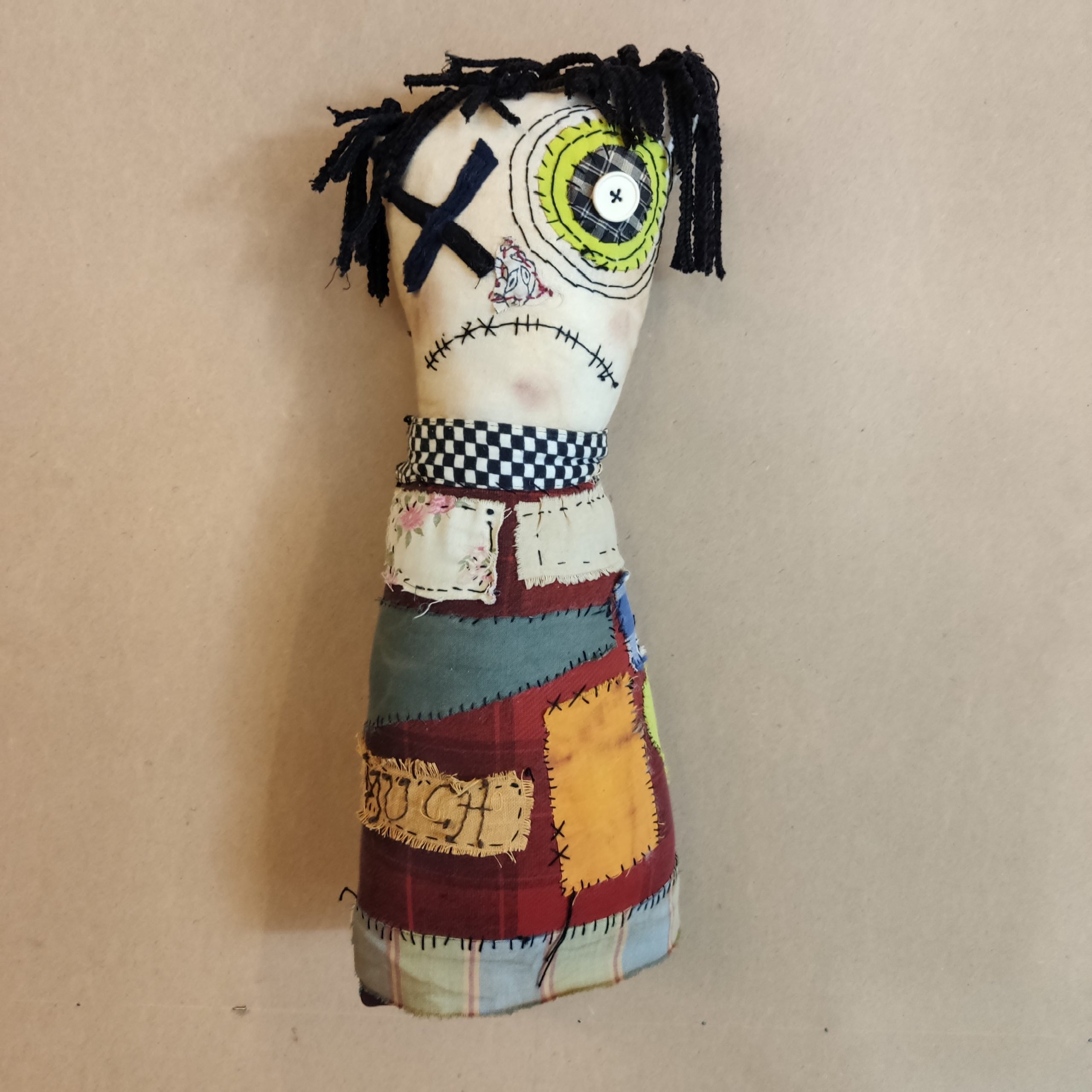 Υφασμάτινη κούκλα-τερατάκι/γούρι – Fabric monster doll