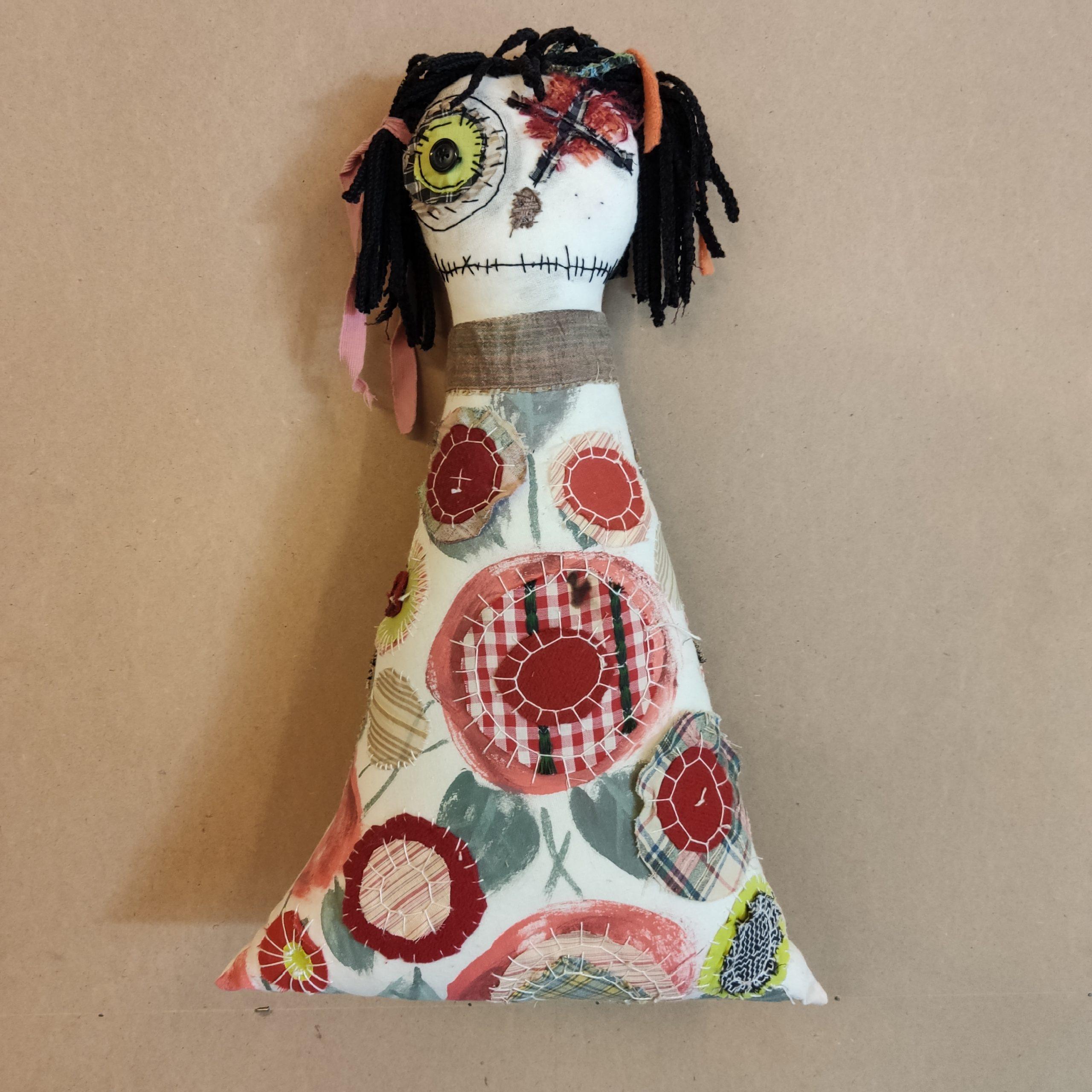 Υφασμάτινη κούκλα-μαξιλάρι – Fabric pillow doll
