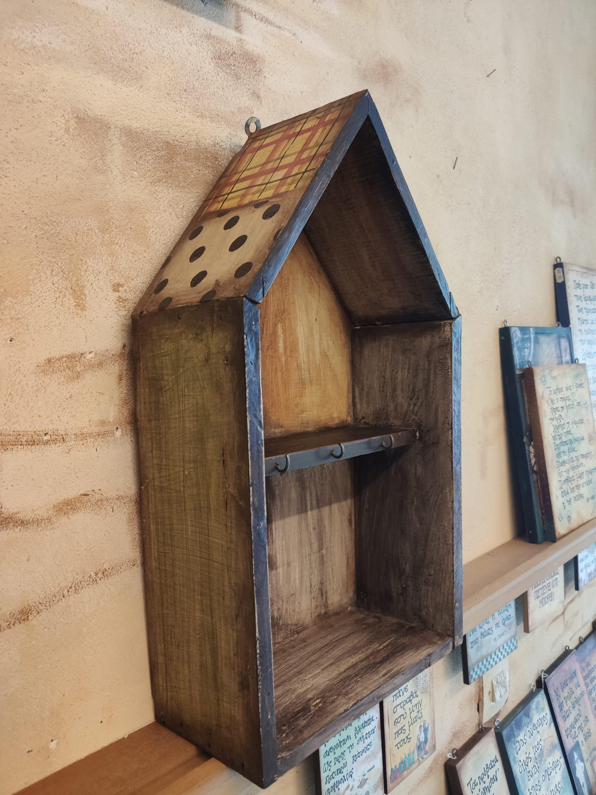 Ξύλινο ράφι-κλειδοθήκη – Wooden self-key case