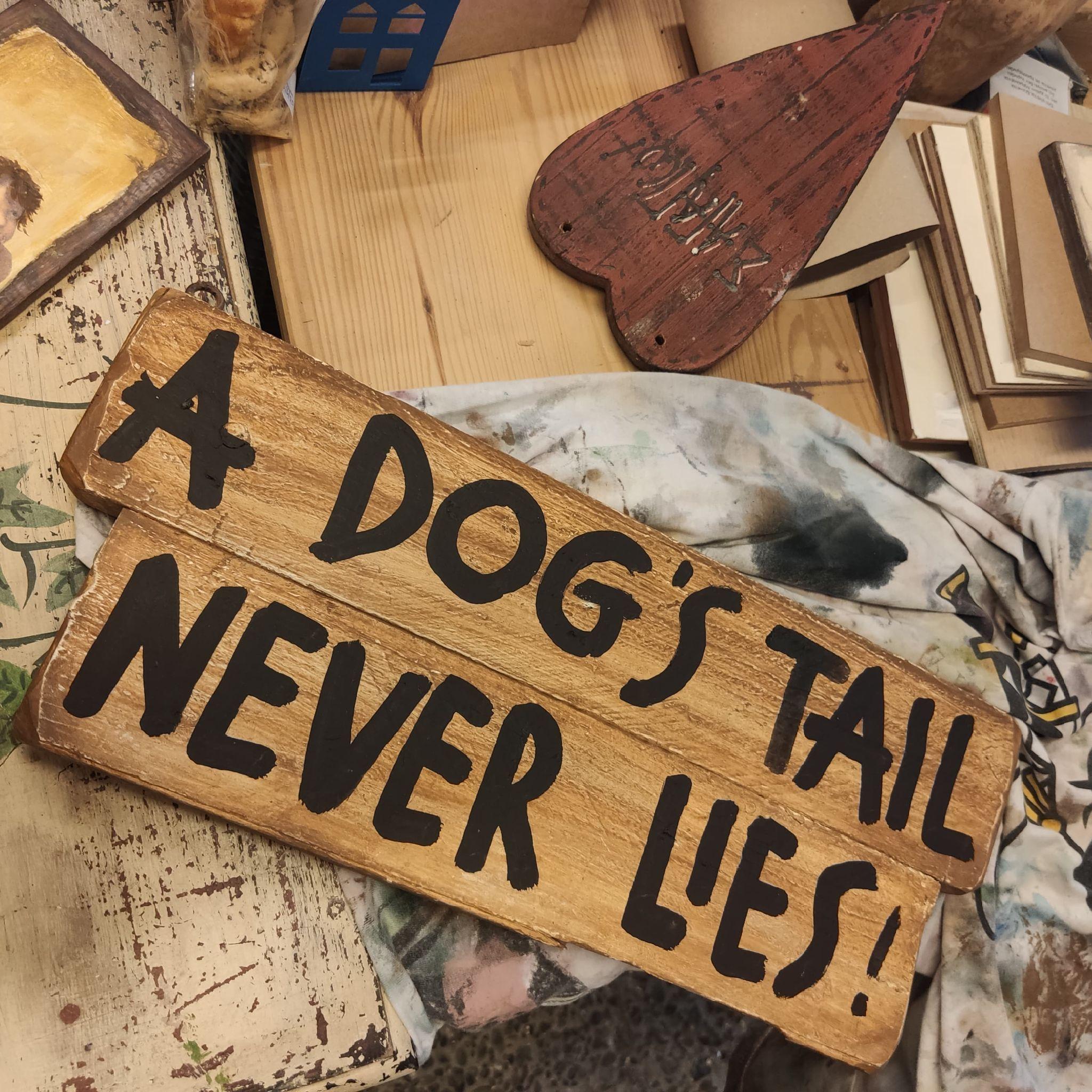 Ξύλινη  πινακίδα  –  A DOG'S TAIL…