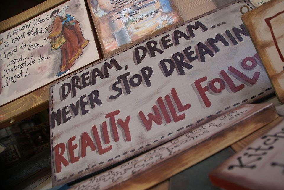 """Ξύλινες πινακίδες, """"Dream, Dream…"""""""