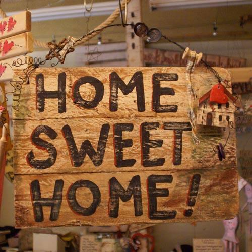"""Ξύλινη πινακίδα, """"HOME SWEET HOME"""""""