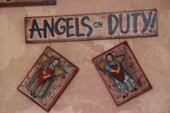 Ξύλινη πινακίδα, angels on duty