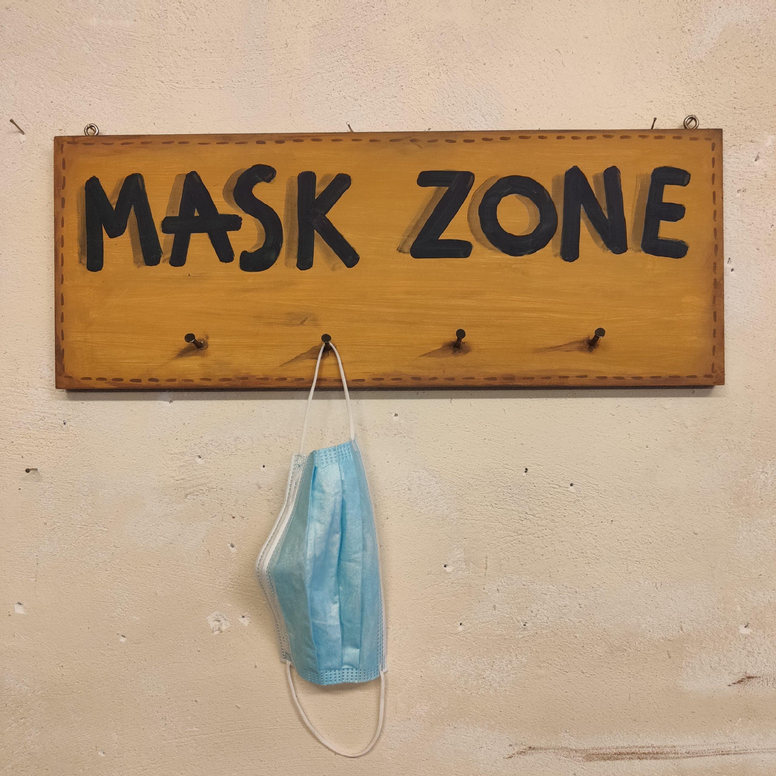 """Χειροποίητη κρεμάστρα """"MASK ZONE"""""""